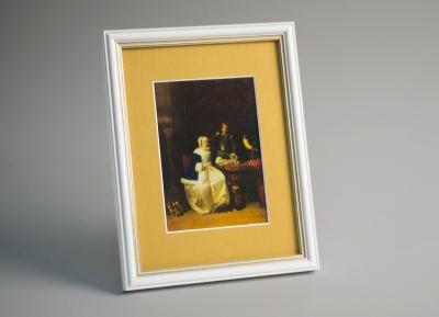 Рамка А4 пластиковая, цвет - белый с золотом, профиль - полукруглый 16 мм